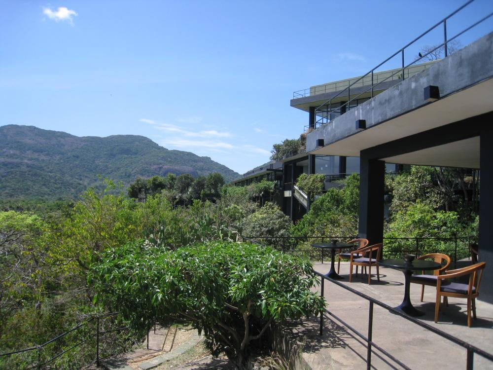 最高のホテルは外せない! スリランカの生んだ天才建築家「ジェフリー・バワ」のホテル」