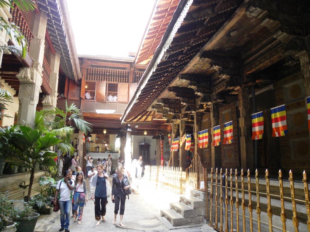 仏歯寺の中庭