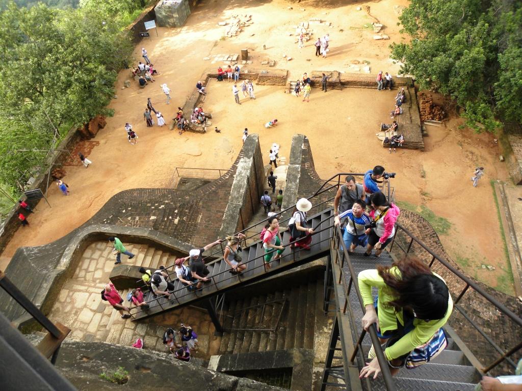 シーギリヤロックの鉄製の階段
