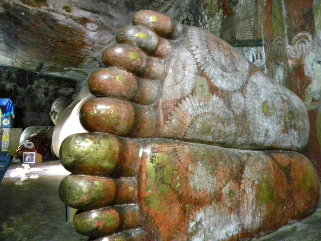 ダンブッラ石窟寺院の仏像