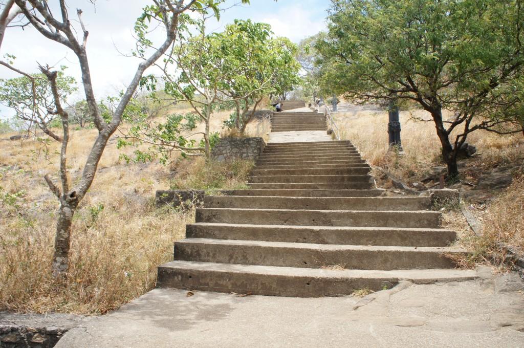 ダンブッラ石窟寺院への階段
