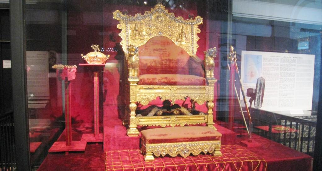 コロンボの国立博物館 玉座