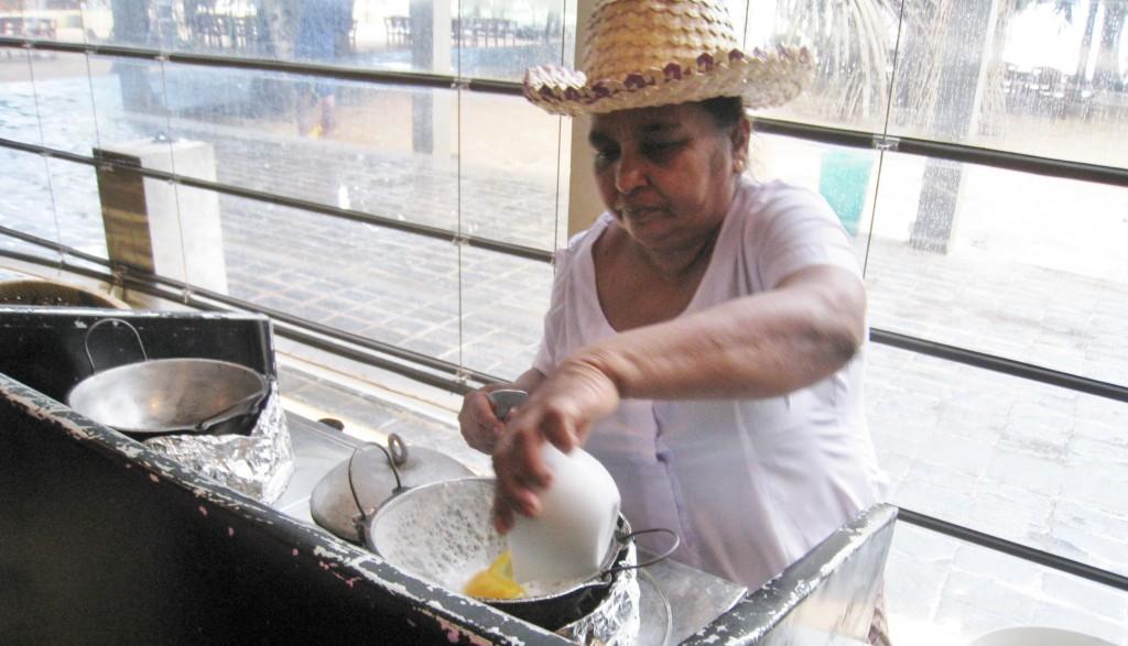 卵を落としてエッグホッパーをつくる