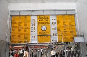 コロンボ 駅の時刻表