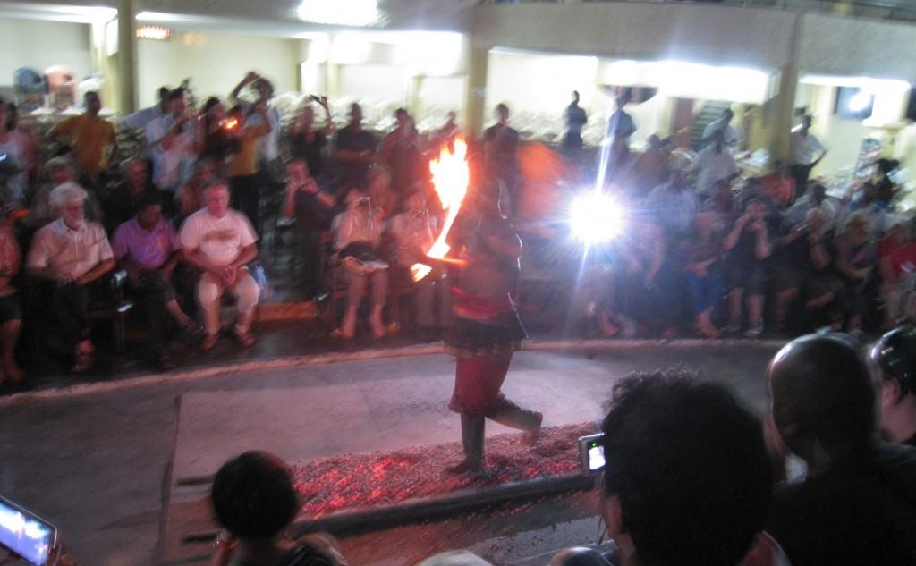 キャンディアンダンスの火渡り