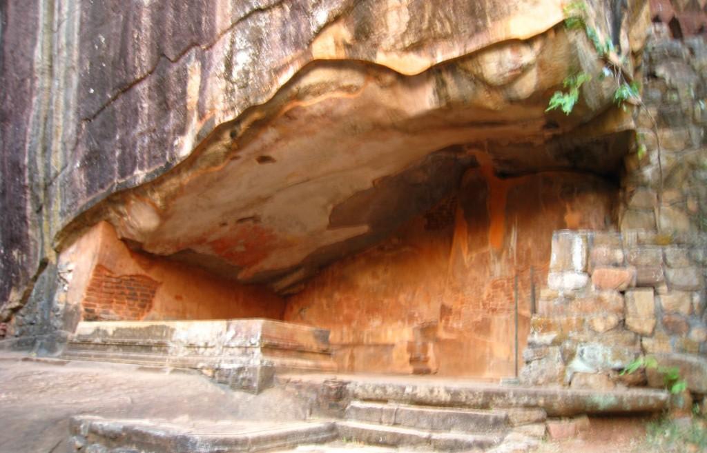 シギリヤロック 僧侶の修行場所