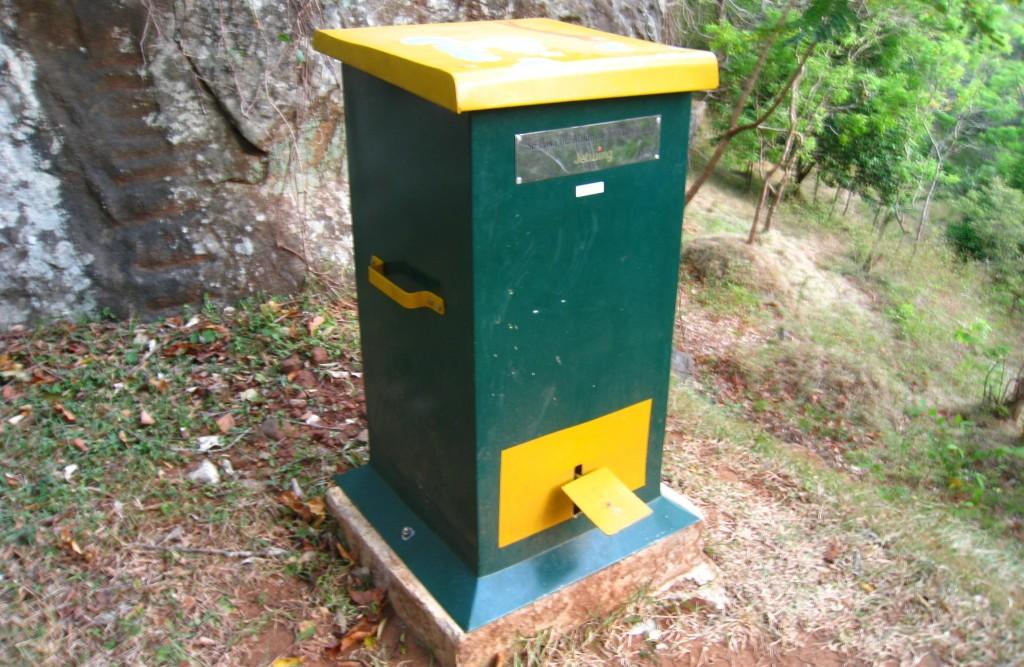 シギリヤロックのゴミ箱