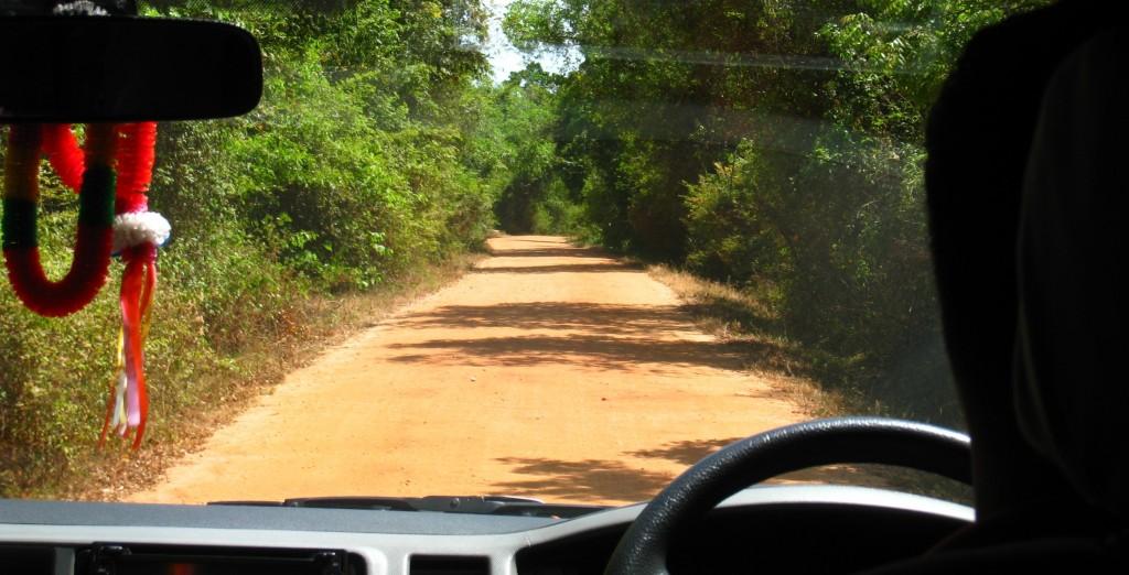 ヘリタンス・カンダラマへの道