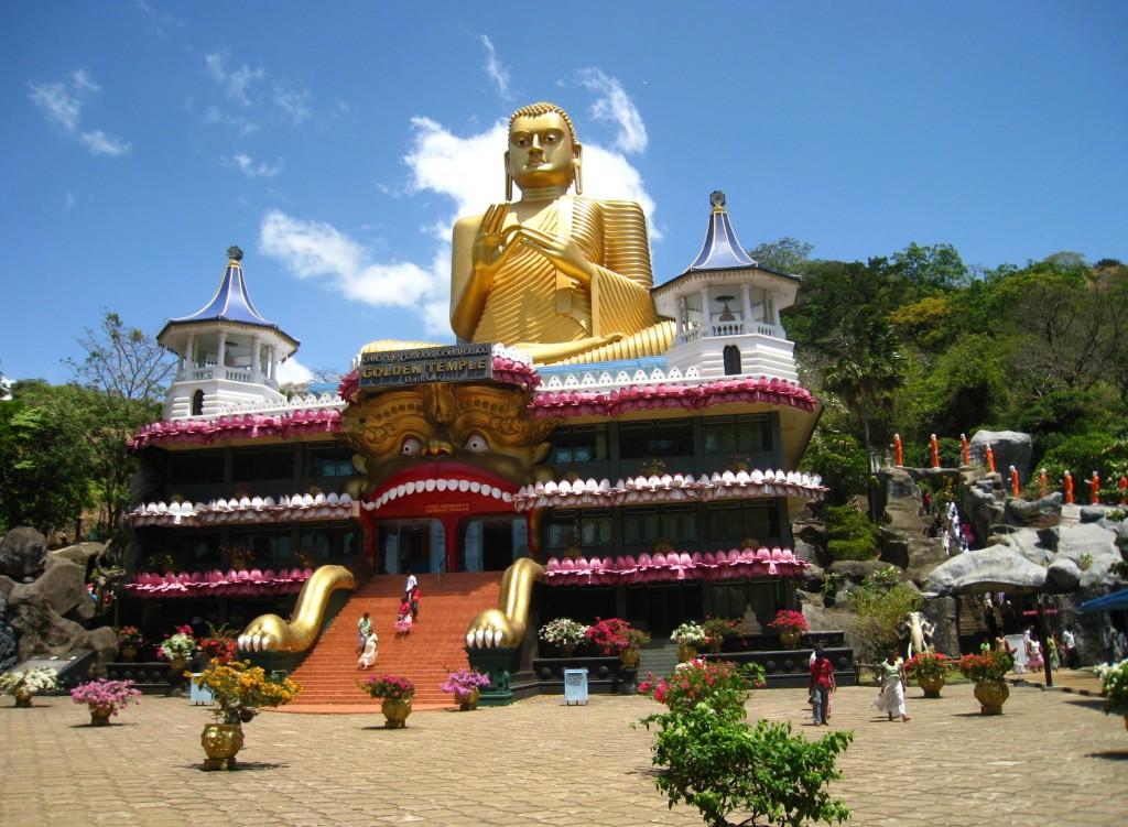 ダンブッラ石窟寺院の手前にあるゴールデンテンプル