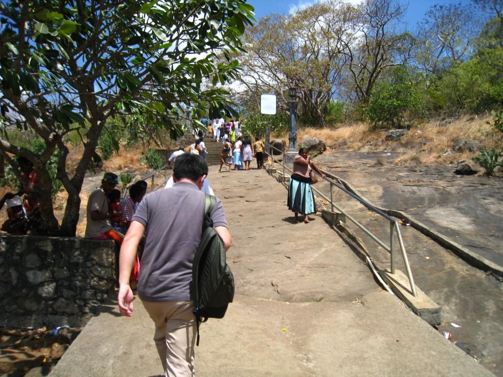 ダンブッラ石窟寺院への登り口