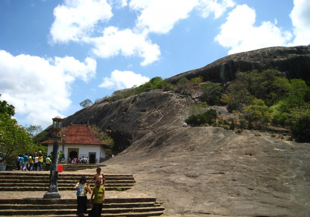 ダンブッラ石窟寺院の山頂付近