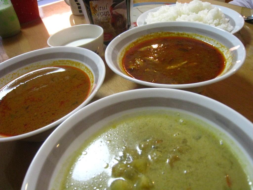 スリランカカレーの食べ比べ