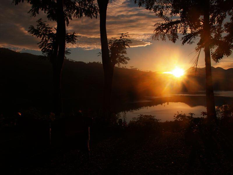 セイロンティートレイルズの朝陽