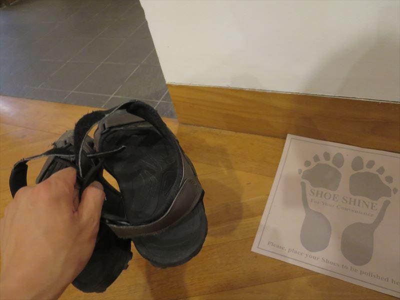 ヘリタンス・アフンガラの靴を脱ぐ場所