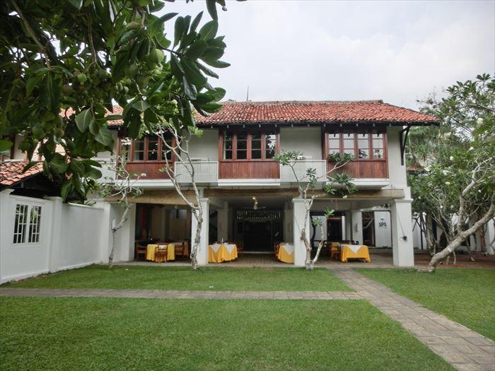 クラブ・ヴィラ 庭とレストラン
