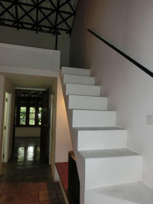 クラブ・ヴィラ デラックスルームの階段