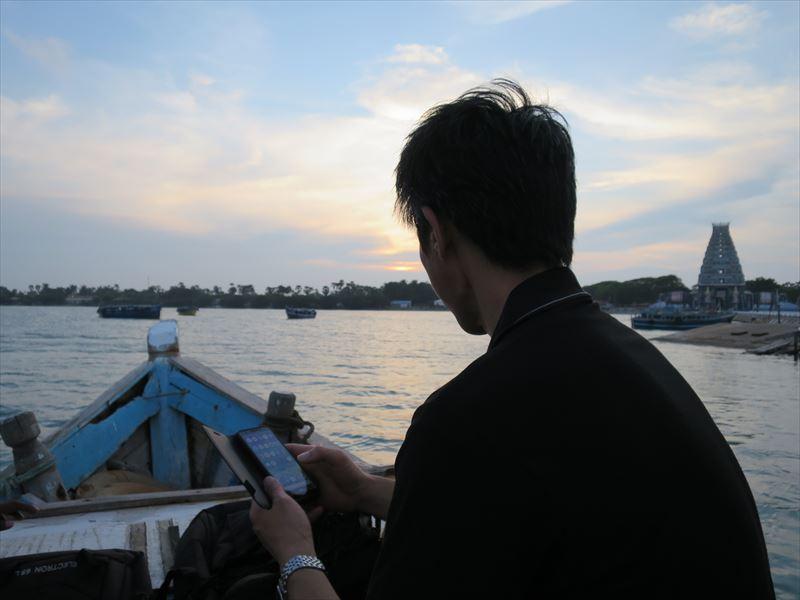 船に乗ってナイナーティブ島へ