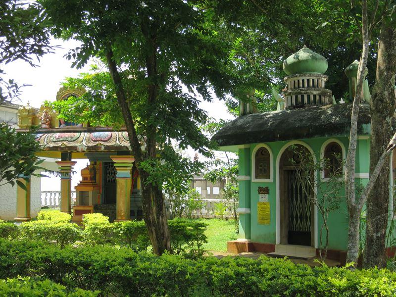 アンブルワワ寺院にあるモスクや教会