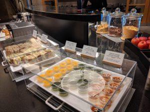 成田空港ビジネスクラスラウンジの軽食