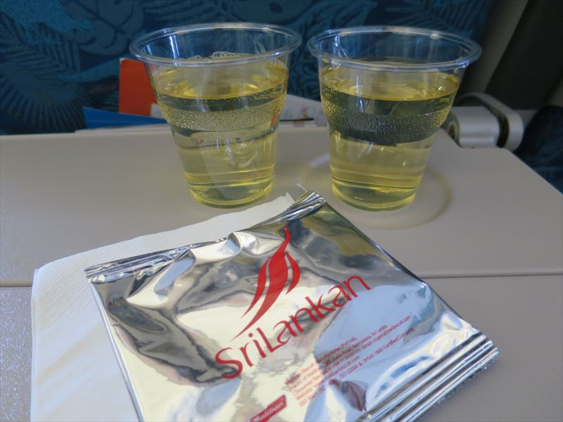 スリランカ航空の機内サービス(ワイン)